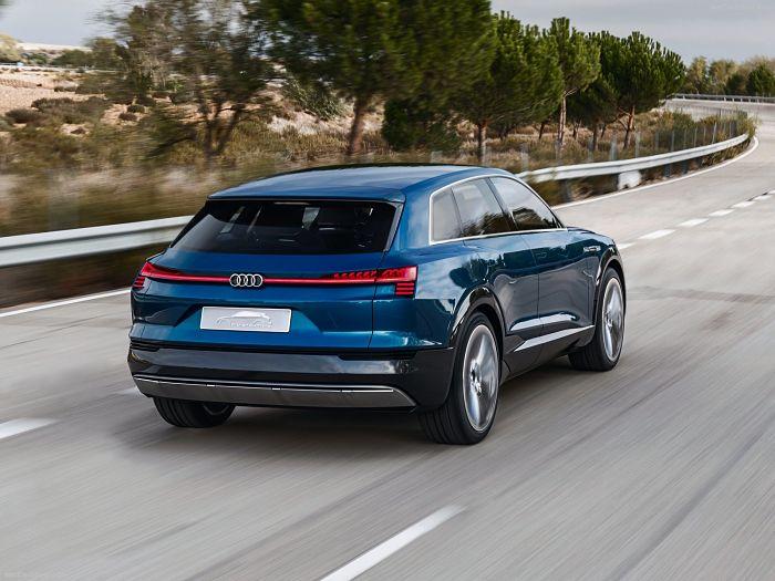 Audi-e-tron_quattro_Concept_2015_1600x1200_wallpaper_12_opt