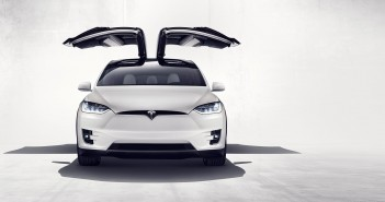 Le Tesla Model X et ses Falcon Wings.