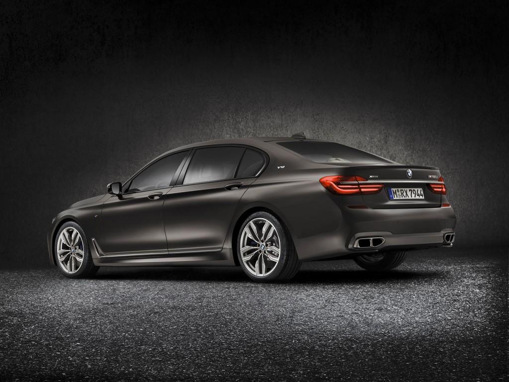 2016_BMW-M760Li-xDrive_05