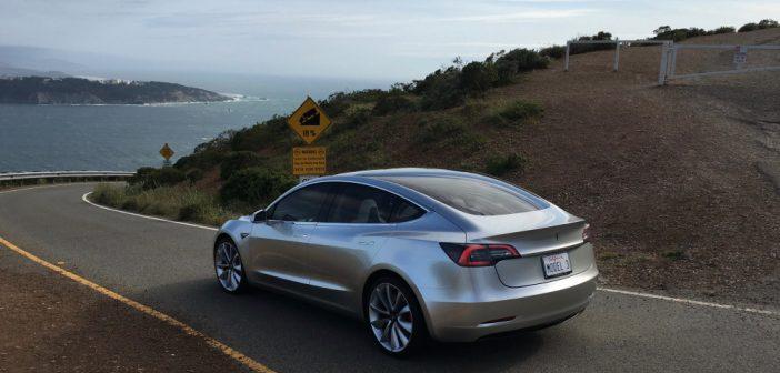 Tesla Model 3 : Première vidéo sur route et nouvelles infos !