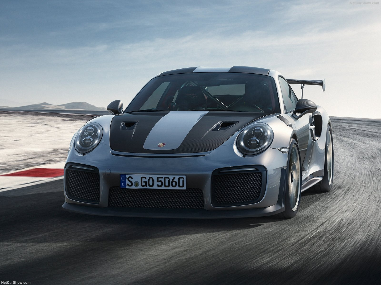 911 GT2 RS front