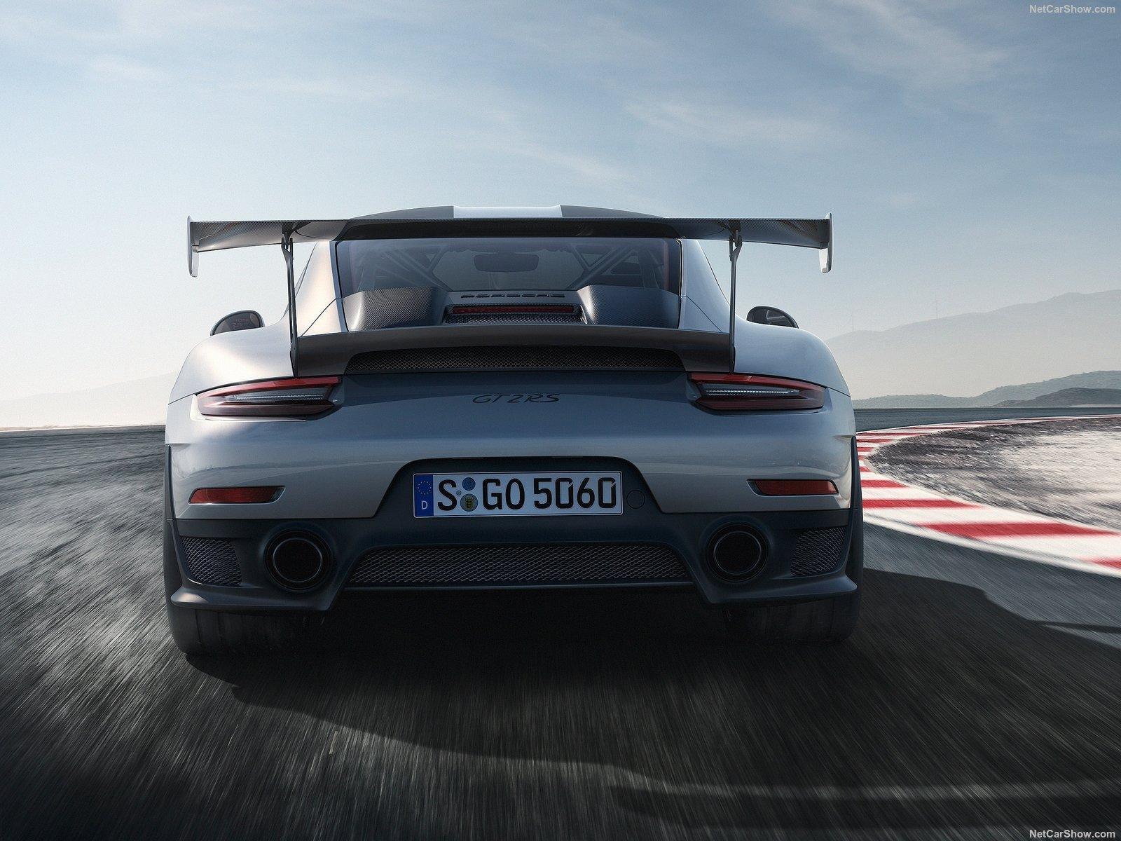 911 GT2 RS rear