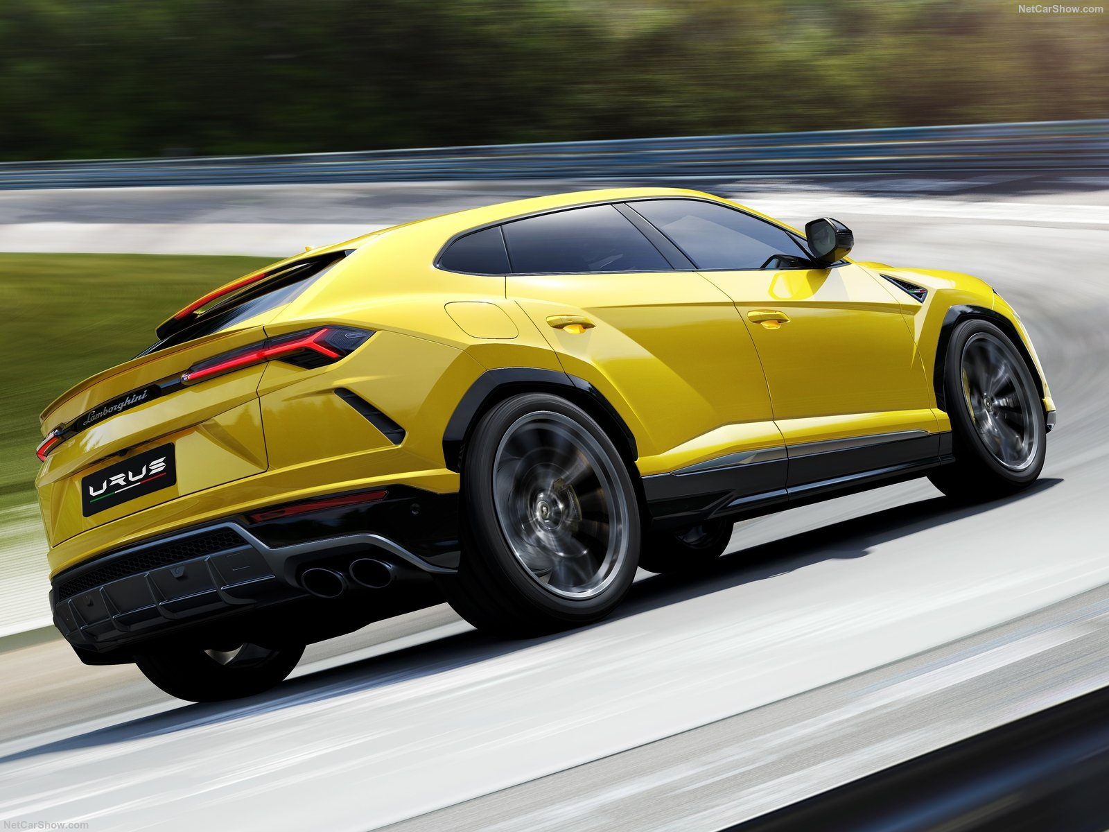 lamborghini urus quand l 39 audi q7 se mue en bulldozer records. Black Bedroom Furniture Sets. Home Design Ideas